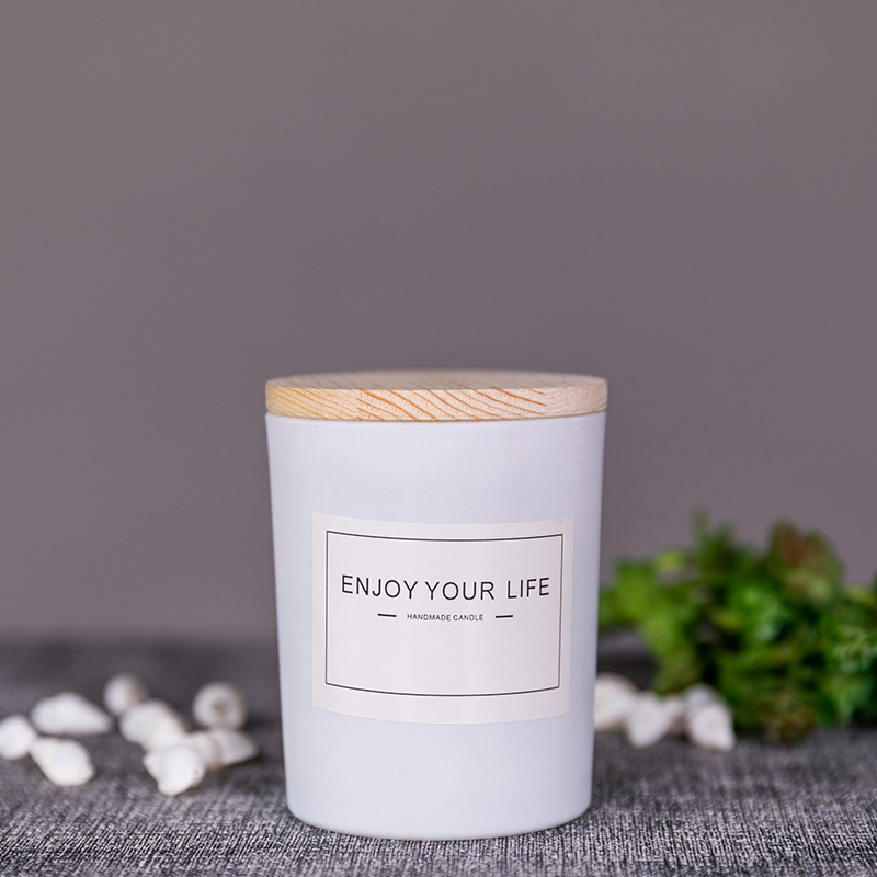 Customized packaging box and label wholesale luxury soy wax scented glass candle with wooden lid